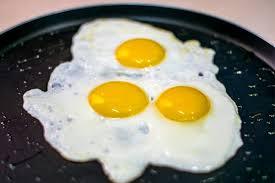Как пожарить яичницу